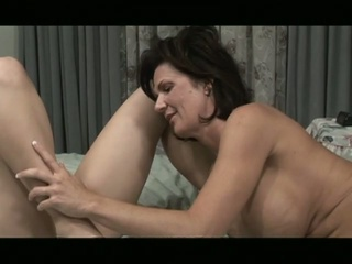 Lesbo milf give young wet crack a priceless and seductive pussy action