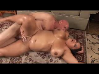 Chunky oiled up wench fucked hard