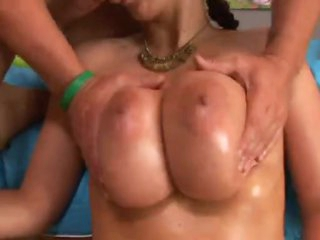 Gianna Michaels gives the best titjobs