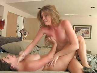 Tramps Jessie Andrews & Taylor Vixen scissor fuck
