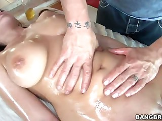 Natasha Nice is the next big titted pornstar to enjoy full body massage and to be fucked. She's naked and man's skillful hands on her big tits and juicy pussy turn her on. She gives headjob and gets her hole stuffed.