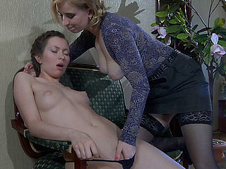 Susanna M&Emm pussyloving mommy in action