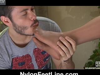 Emeralda&Geffrey nylon footsex action