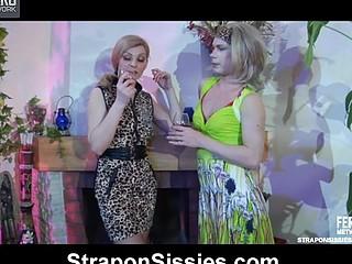 Ninette&Silvester female dressed pair in action