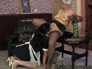 Penny&Laura mamma in lesbo action
