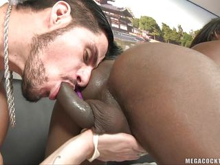chocolate dick-babe gets ass licking and blowjob