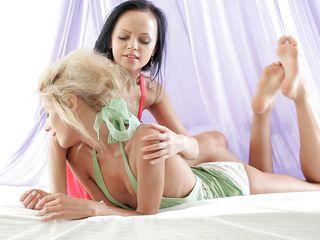 beautiful girls playing lesbian games