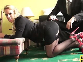 Facefucked british sub gets paddled by dom