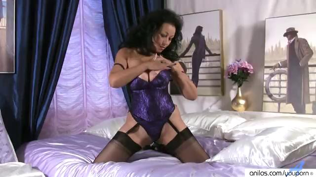 Giant Boobs on Mature in Stockings Jerking off Pussy