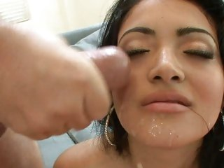 Sumptuous Andrea Kelly gets a face full of sexy spunk